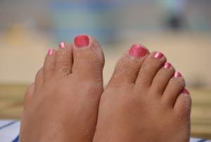 bare feet-657207_1280